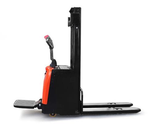 踏板式电动堆高车